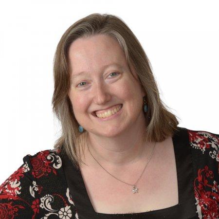Headshot of Tracy Holhut